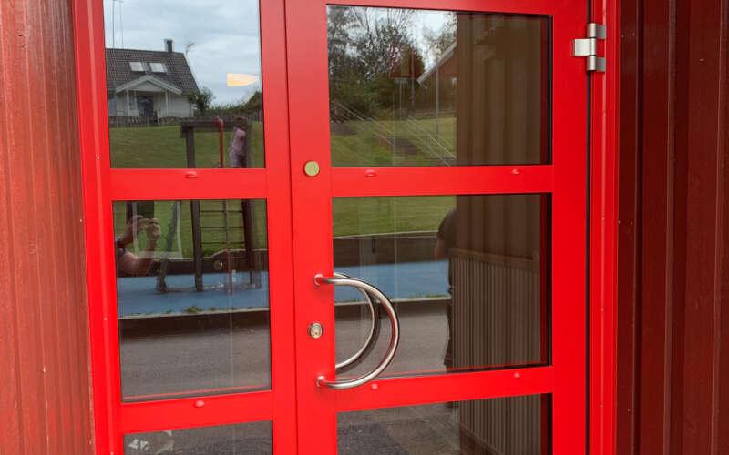 Näsetskolan-dörrparti-tollor